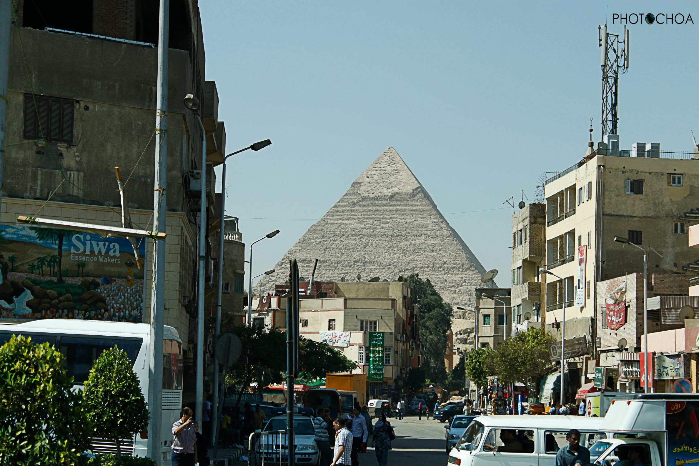 Pirámide Keops desde la ciudad de El Cairo